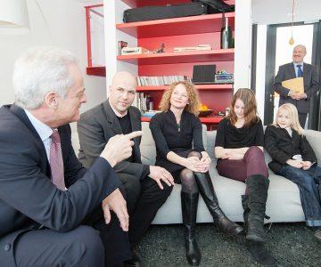 Effizienzhaus Plus Berlin, Testfamilie Welke/Wiechers mit Bundesminister Ramsauer
