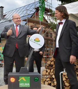 Bundesumweltminister Peter Altmaier und Professor Timo Leukefeld - Einweihung der Solaranlage der beiden Energieautarken Häuser, Freiberg, Sachsen