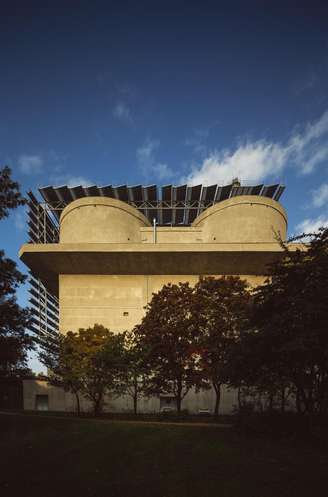 Hamburger Flakbunker wird zum Energiebunker. Mit dabei: Vakuumröhrenkollektoren. Foto: Ritter
