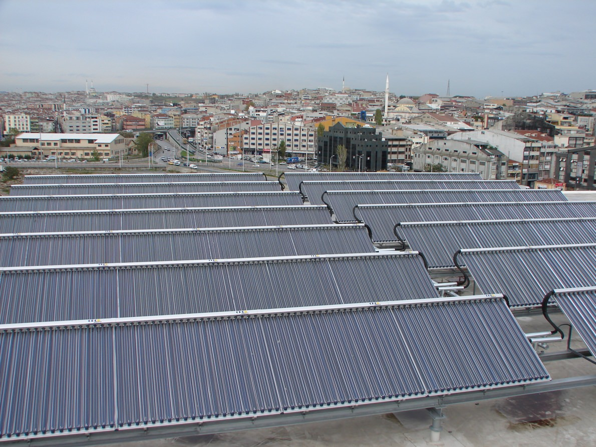 Solarthermie-Anlage auf dem Dach des Metro-Shopping-Centers in Istanbul. Foto: Ritter