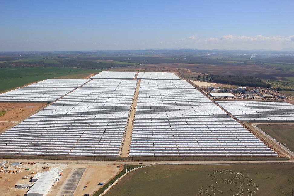 """Das Solarkraftwerk """"Los Arenales"""" liefert 50.000 spanischen Haushalten umweltfreundlichen Sonnenstrom. Foto: STEAG/Presse"""