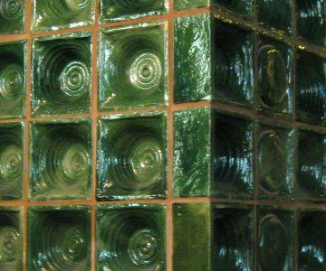 Grüne Napfkacheln (Foto: Alice Scheerer)