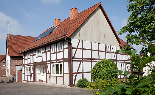 Fachwerkhaus bekommt moderne Holz-plus-Solar-Heizung. Foto: Thorsten Schäfer