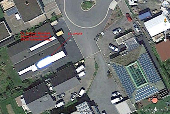 """Das gab's hier auch noch nicht: Der Firmensitz Moscheik als Google-Earth-Luftbild mit """"strahlenden"""" CPC-Solarthermie-Kollektoren. Foto: A. Moscheik"""