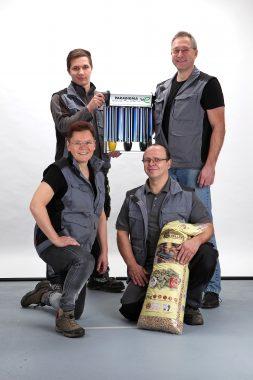 Unser Handwerker des Monats, Andreas Moscheik, hi. re., und sein Team. Foto: A. Moscheik.