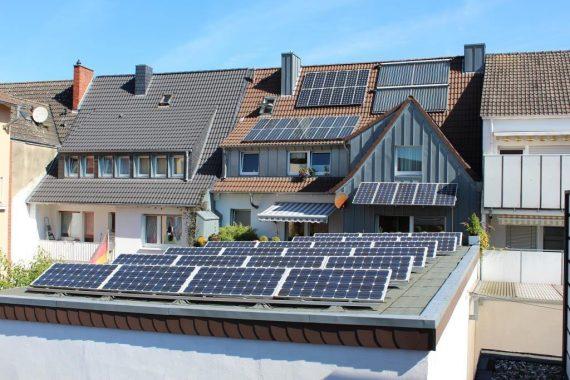So sieht dei Rückseite des Gebäudes der Bulter GmbH aus: EIn Erntefeld für solare Energie! Foto: Bulter GmbH