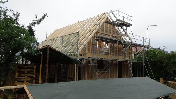 Die Dachkonstruktion vor der Eindeckung und Montage der Kollektoren. Foto: A. Link