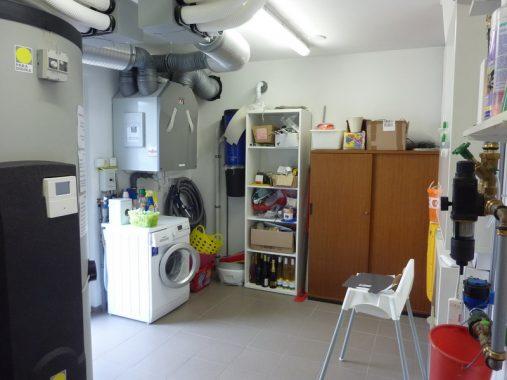 Ein Blick auf die Annlage zur kontrollierten Wohnraumlüftung und die Hausstaubsauganlage. Foto: ReSYS AG