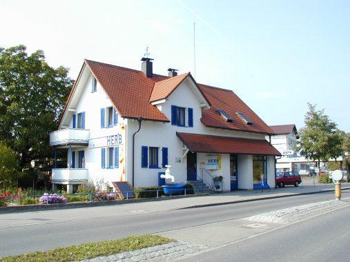 Das Betriebsgebäude der Herb GmbH in der Teuringer Straße. Foto: Tom Herb