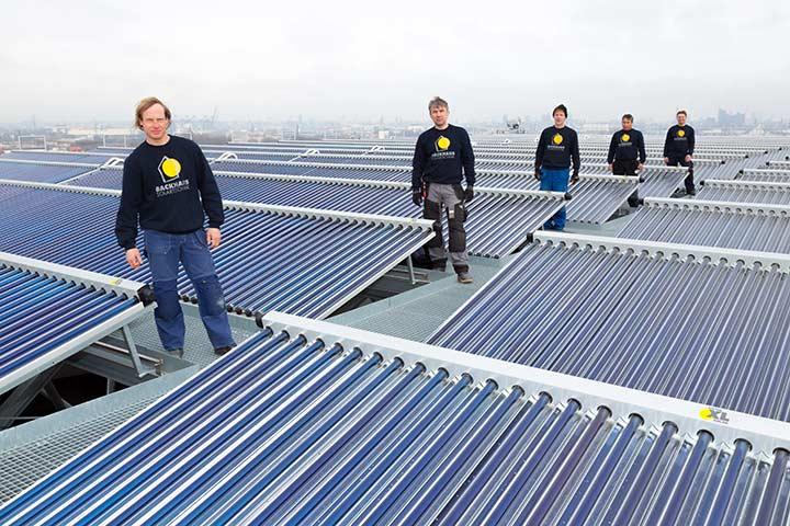 Das Team von Backhaus Solartechnik auf dem Energiebunker