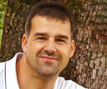 Unser Experte für solares Bauen im Interview: Baubiologe Stefan Schön weiß, was aufs Dach soll: Solarthermie und Photovoltaik! Foto: Stefan Schön