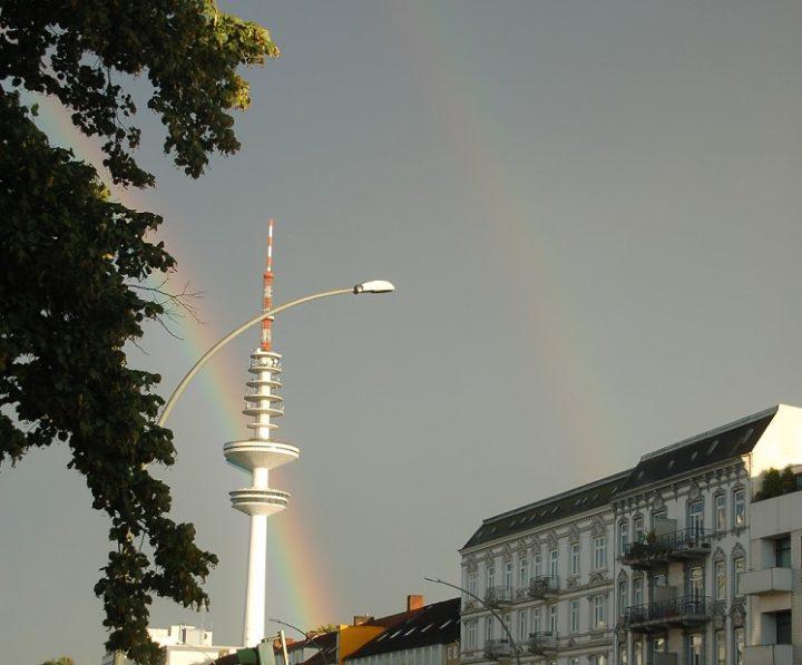 Hamburg-Fernsehturm-zwei-Mal-Regenbogen