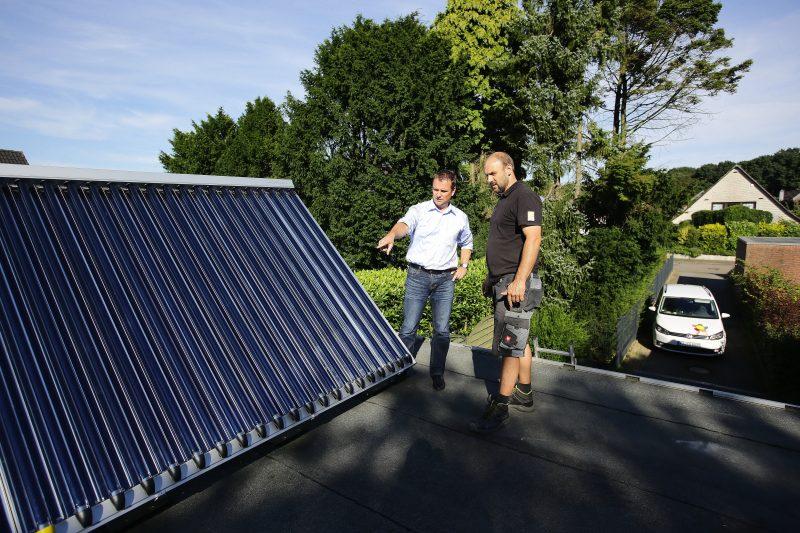 Solarthermie-Kollektoren von Paradigma mit der gelben Kappe