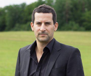 Christoph Buehler erklaert solares Wärmenetz