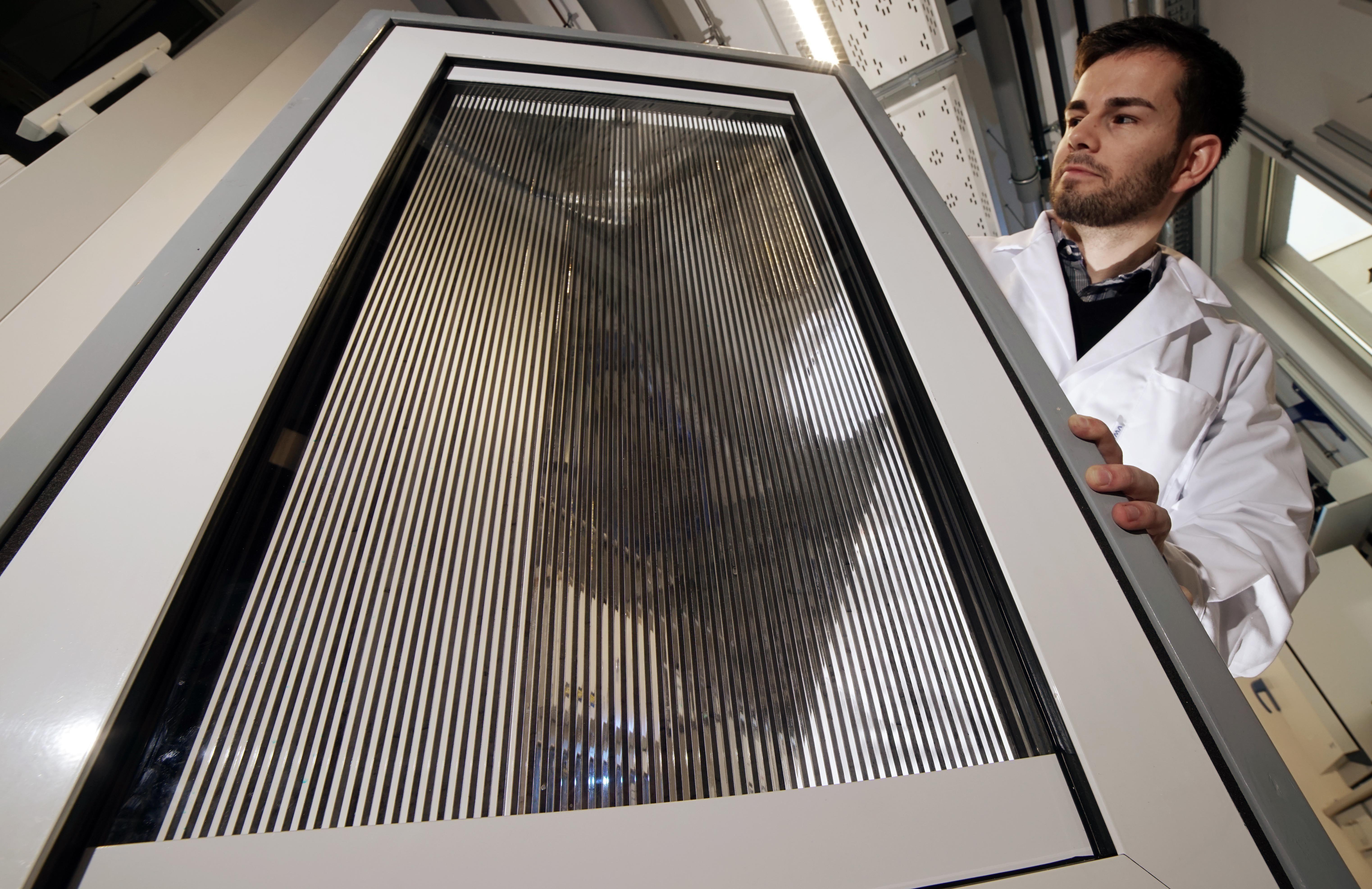 Schaltbares Fenster macht Schatten und Solarthermie