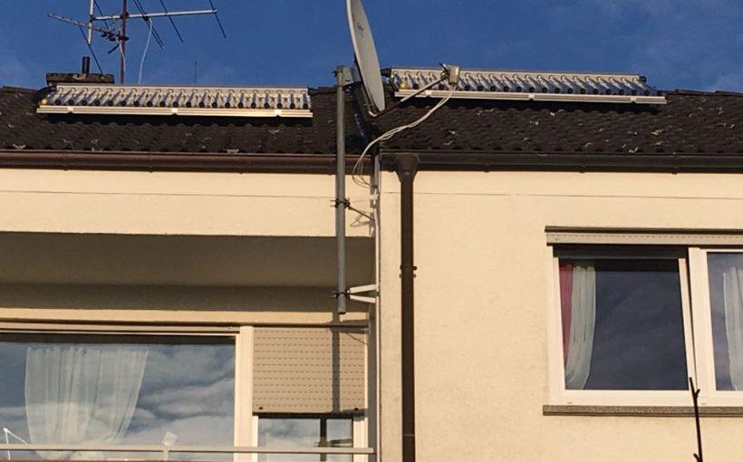Projekt des Monats 2 2018 Arnold Reihenhaus Paradigma Solarthermie-Kollektoren