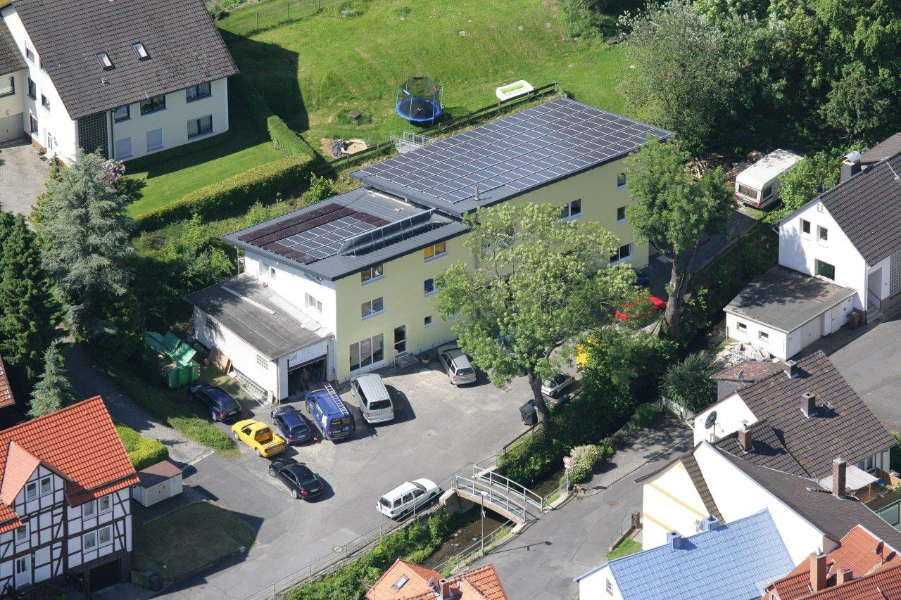 Handwerker des Monats Andreas Jung JungSolar Firma Dach mit Solarthermie-Anlage