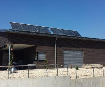 aufgständerte Solarthermie-Anlage auf Pultdach 2. Projekt des Monats Mai 2018 Joachim Knetzger Pfaffenhofen