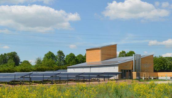 Heizhaus_Hallerndorf_Ritter-Solar_XL_Solarthermie_Großanlage_Energie-Kommune_AEE