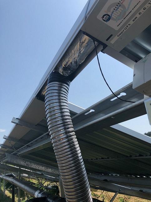 Blick von unten auf die Solarverrohrung Randegg 1. Projekt des Monats Oktober 2018 Ruh Haustechnik GmbH & Co. KG