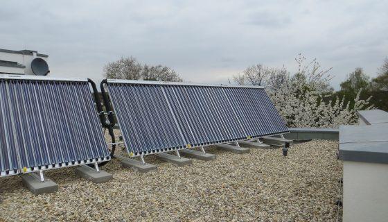 Paradigma Solarthermie-Anlage auf Flachdach Roter Turm Gladbeck Handwerker Jeske GmbH