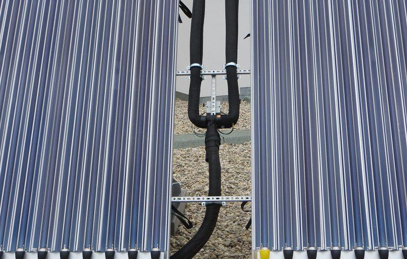 Paradigma AQUA PLASMA Solarthermie-Kollektoren auf Flachdach Roter Turm Gladbeck Handwerker Jeske GmbH