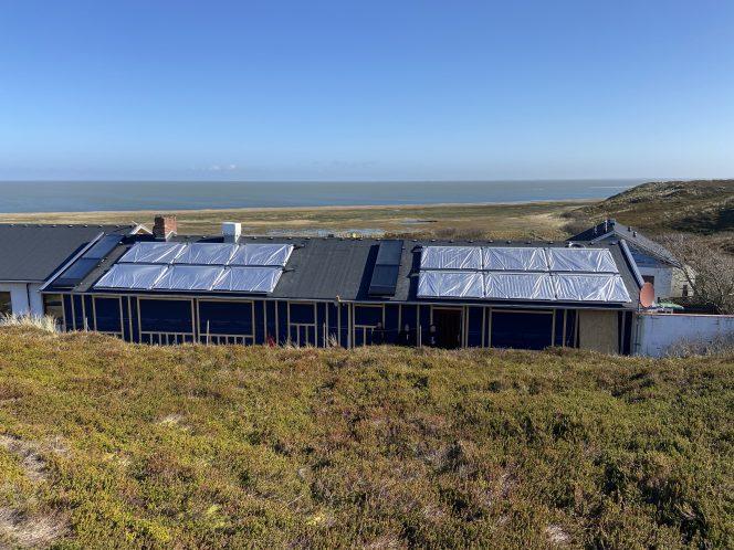 Kirche und Solarthermie Strandläufernest Sylt